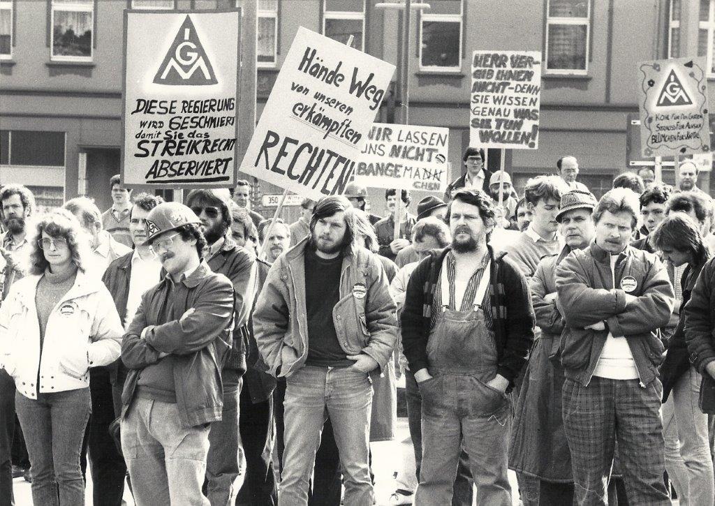 Beschäftigte der Betriebe in Sprockhövel demonstrieren am 19.03.1986 gegen den neuen 116. Foto: IGM-GH-Archiv