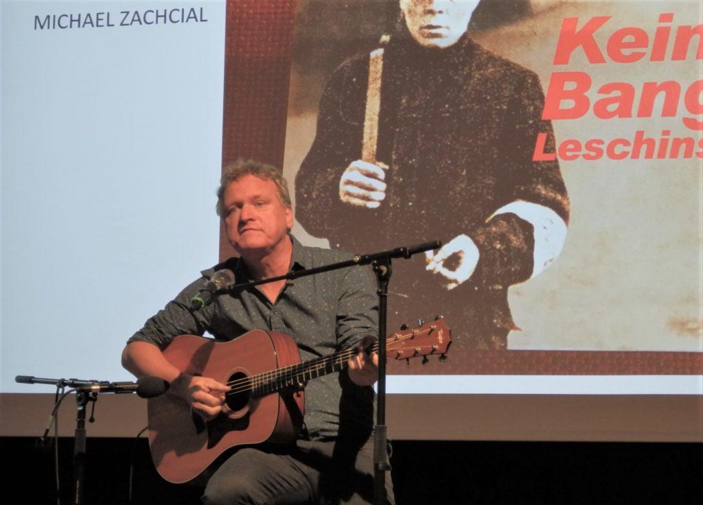 Liedermacher Michael Zachcial im Bildungszentrum Foto: IGM EN-R-W